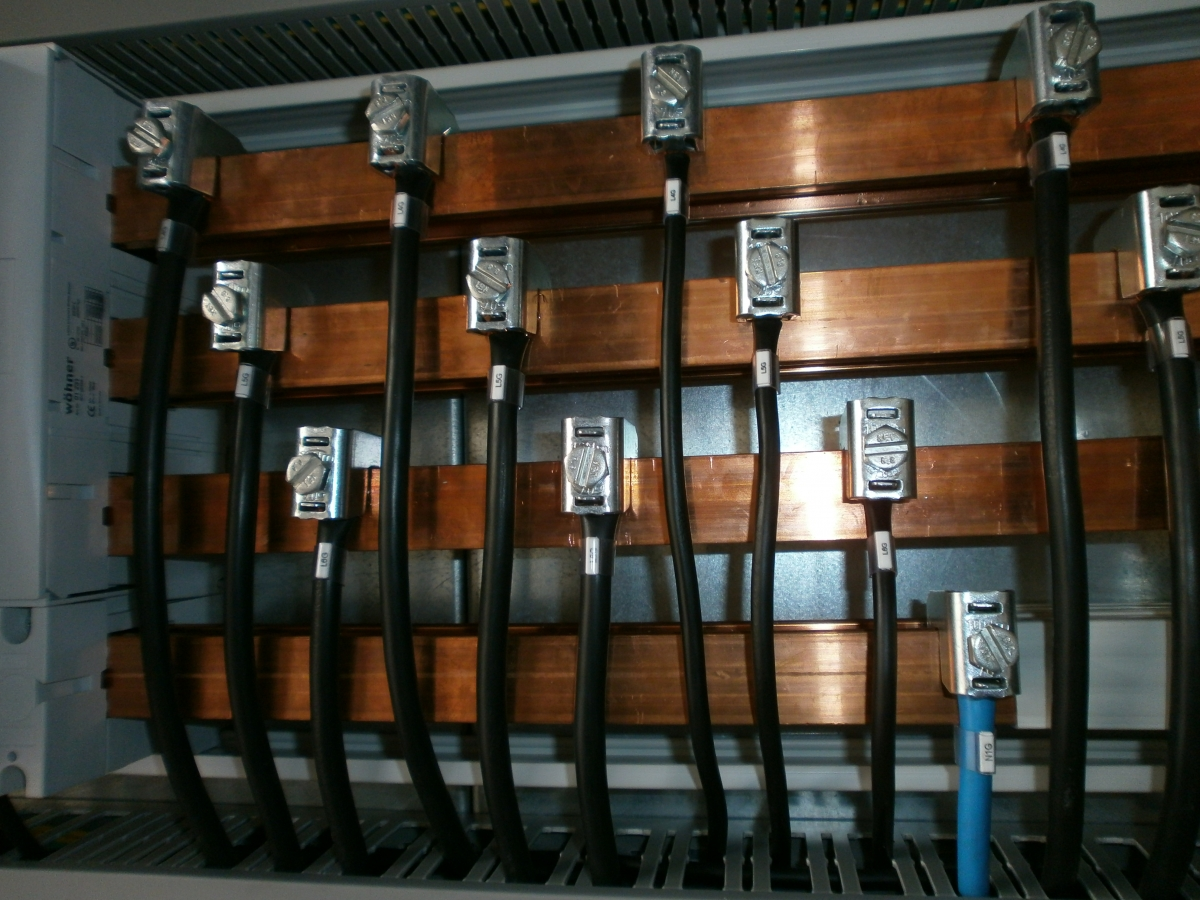 Quadri elettrici di potenza for Tipi di interruttori elettrici